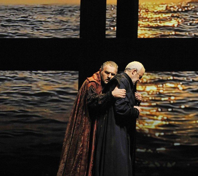 Simon Boccanegra- Teatro La Fenice di Venezia, 2014- Giacomo Prestia as Fiesco- abbraccio con Piazzola