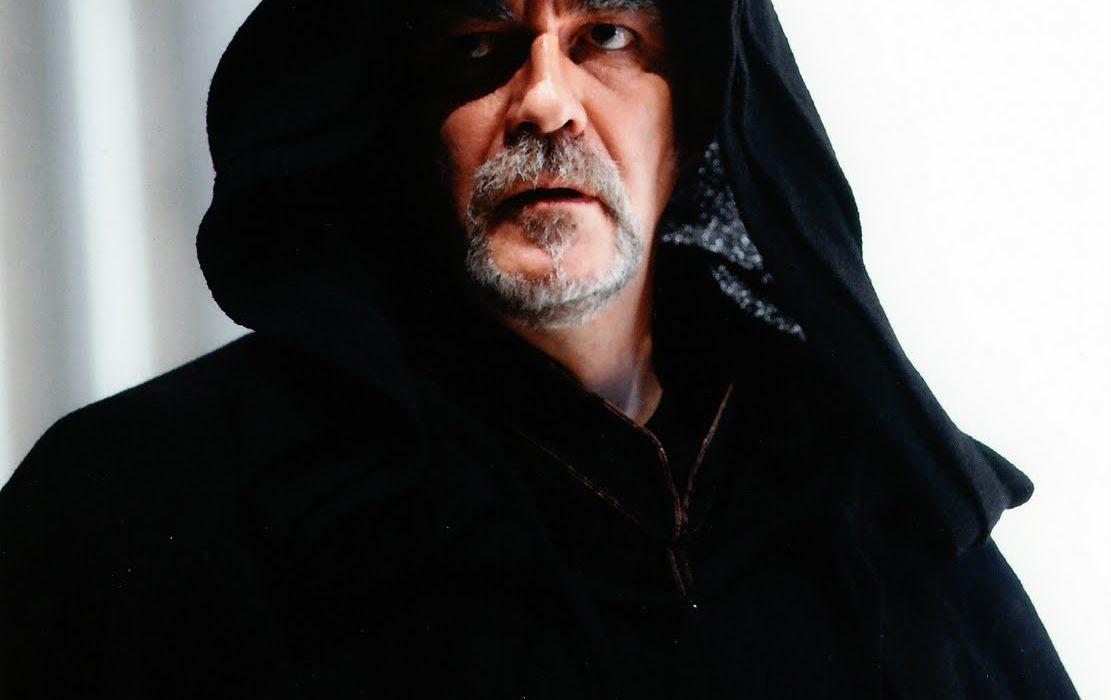 Simon Boccanegra- Giacomo Prestia as Fiesco - Madrid primo piano con cappuccio