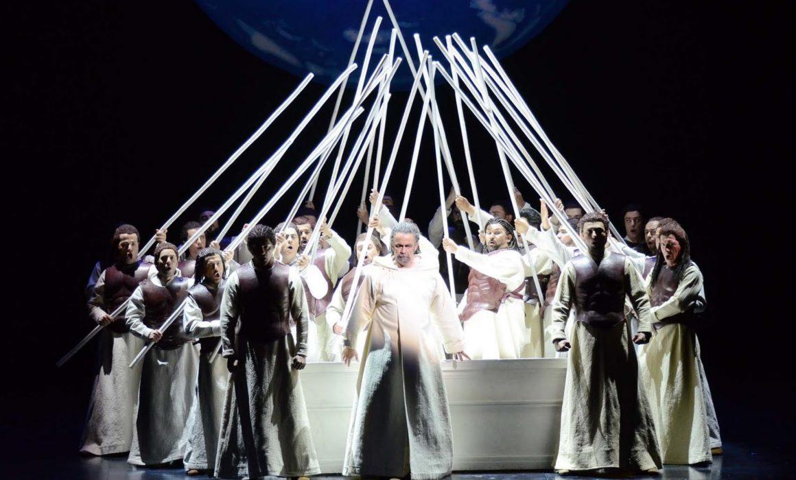Giacomo Prestia nella Norma di Bari con il coro