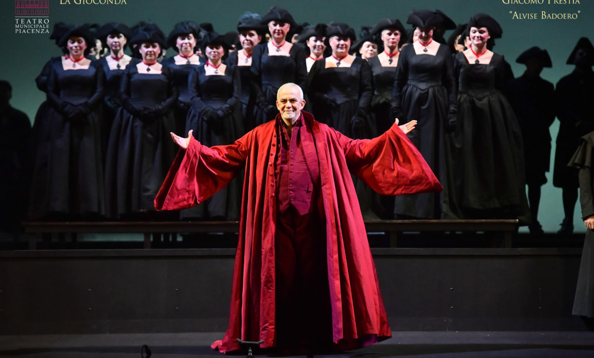 Giacomo Prestia as Alvise Badoero, Curtain call of La Gioconda 18