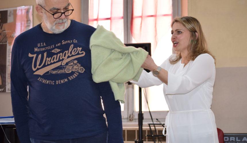 lezione lanciando un maglione
