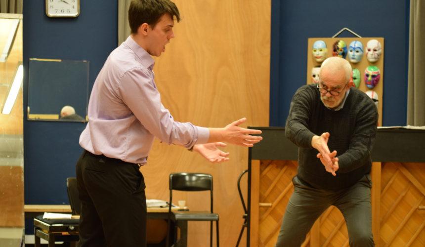 insegnando il legato a baritono russo