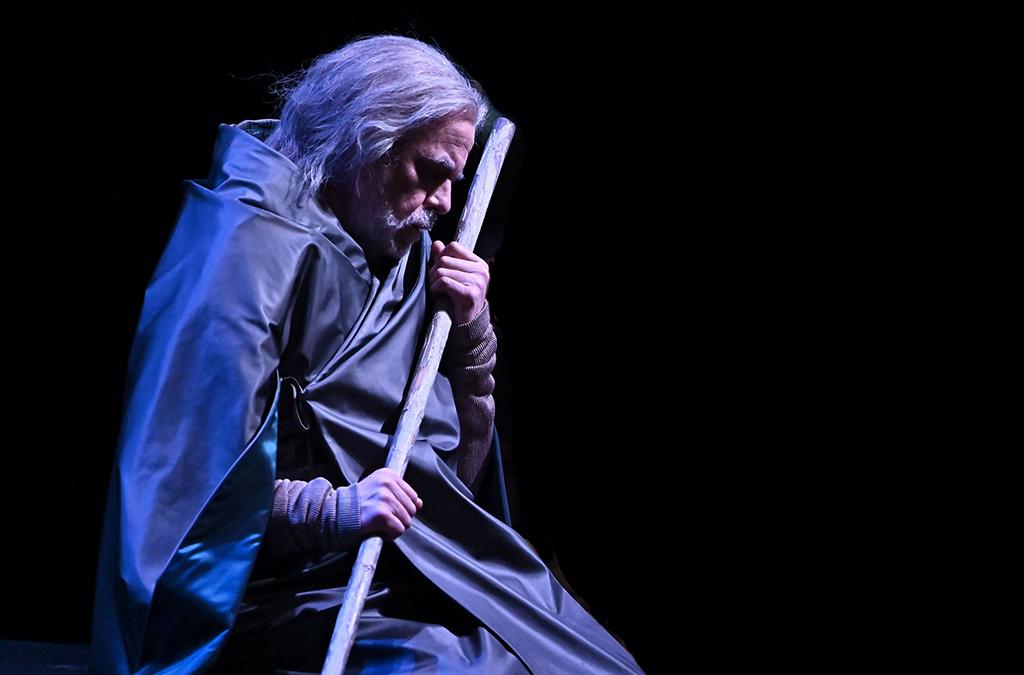 foto sfondo blu prestia in penombra turandot a parma